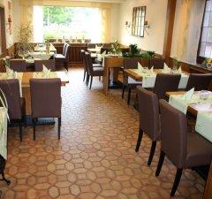 Gemütlich eingerichtetes Restaurant im Gasthof in Bestwig